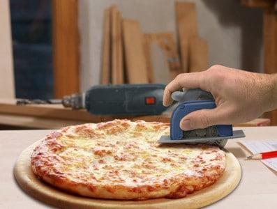 Pizzaroller Boss 3000 Pizzaschneider in Form einer Kreissäge