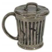 Sesamstraße Tasse Mülltonne mit Deckel - im Blechstil, aus Keramik,