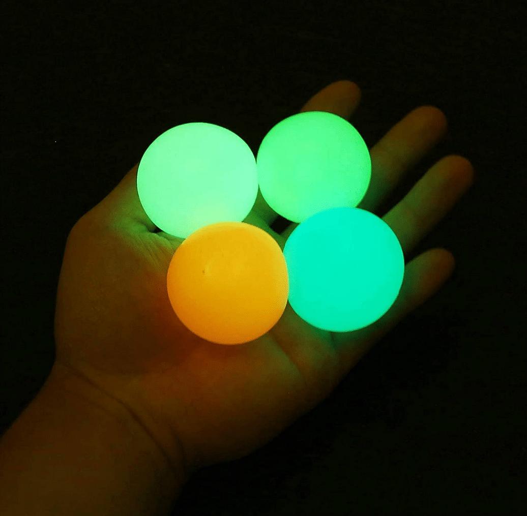 Leuchtende Klebebälle - Wobble Ball im Dunkeln