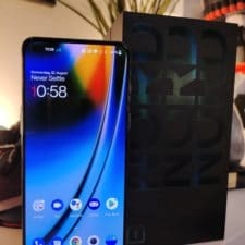 OnePlus Nord 2 Test Frontansicht & Verpackung
