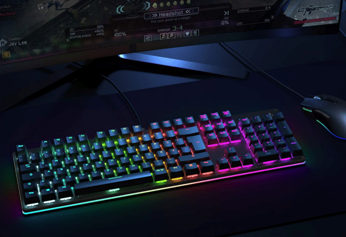 Aukey RGB Beleuchtete Tastatur Ansicht auf dem Schreibtisch