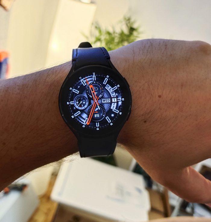 Samsung Galaxy Watch 4 Sitz am Handgelenk
