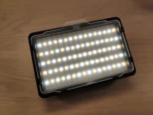 Neewer RGB Videolicht Front Beleuchtung an