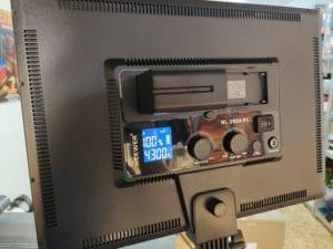 Neewer LED Videolicht Rückseite mit Display und Einstellungsmöglichkeiten