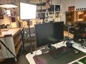 Neewer LED Videolicht am Schreibtisch im Betrieb