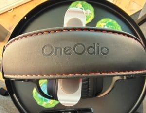 OneOdio Pro M Ansicht von oben mit roten Ziernähten