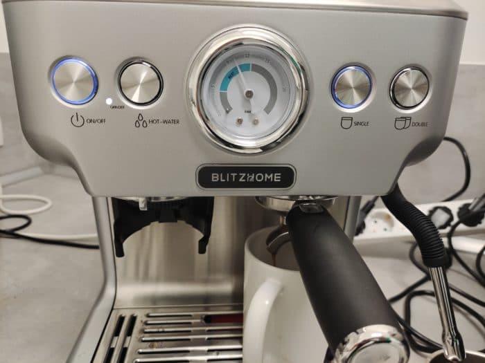 BlitzHome® BH-CMM5 Frontansicht mit Tasten und Manometer